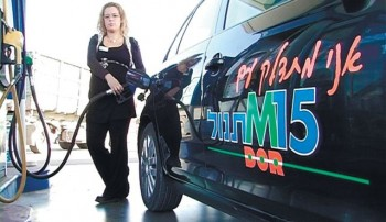 An Israeli woman fills up her car with a methanol/gas blend 9M15) at a gas station in Haifa as part of a demonstration to prove that that the blend can be effectively used without modification to to cars or gas stations